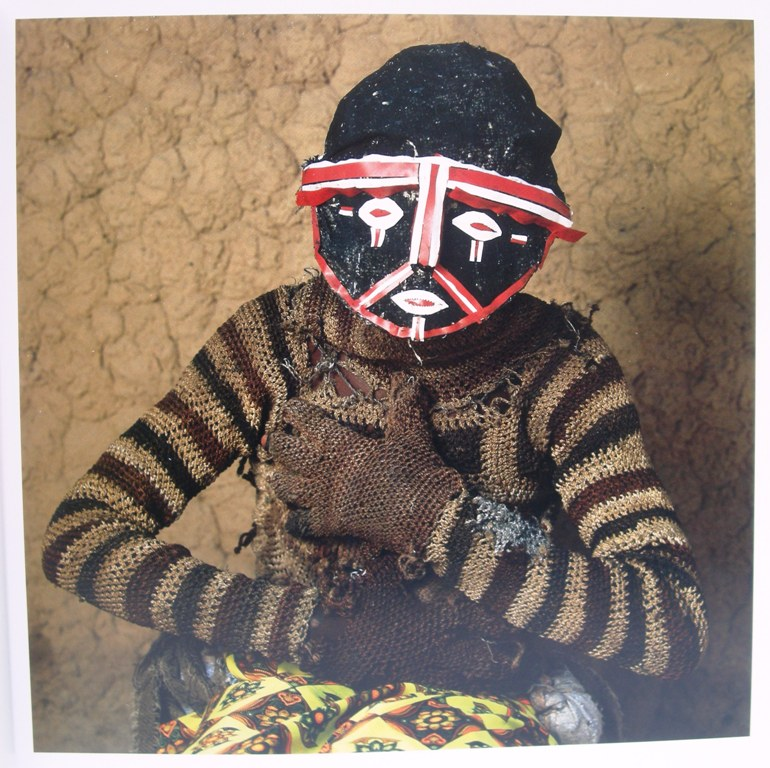 Maske Phyllis Galembo -Chileya (wise male ancestor) Likishi Masquerade, Kaoma, Zambia 2007